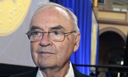 Former Pennsylvania Senator Harris Wofford passes away at 92
