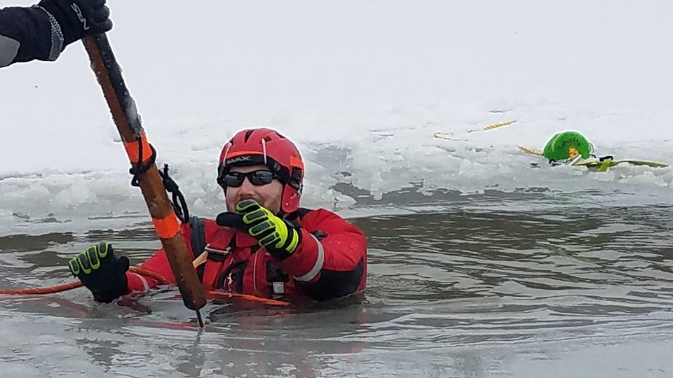 Duryea's Germania SCUBA Team and Scranton Rescue 1 get together for ice training