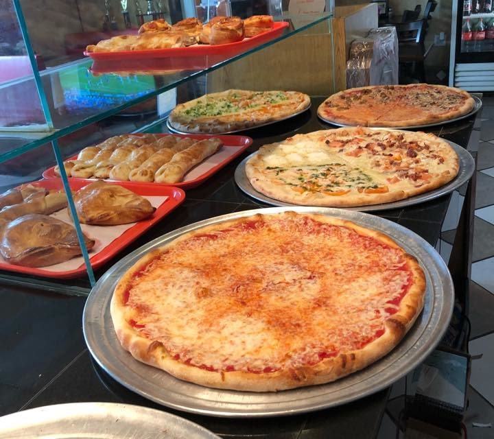 Wilkes-Barre Pizzeria Bianka's Pizza and Restaurant fails food safety inspection- not enough hot water to supply sinks