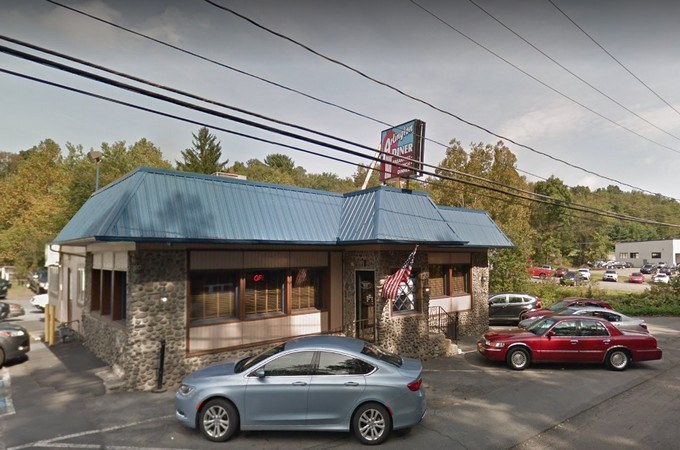 Arlington Diner in Stroudsburg fails restaurant inspection, 10 violations, employee eating or tasting in prep area, dish machine  with build up of old food residue